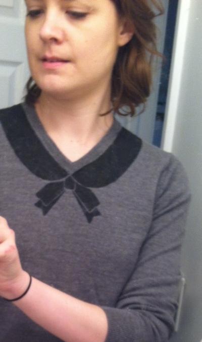 BowSweaterSelfie